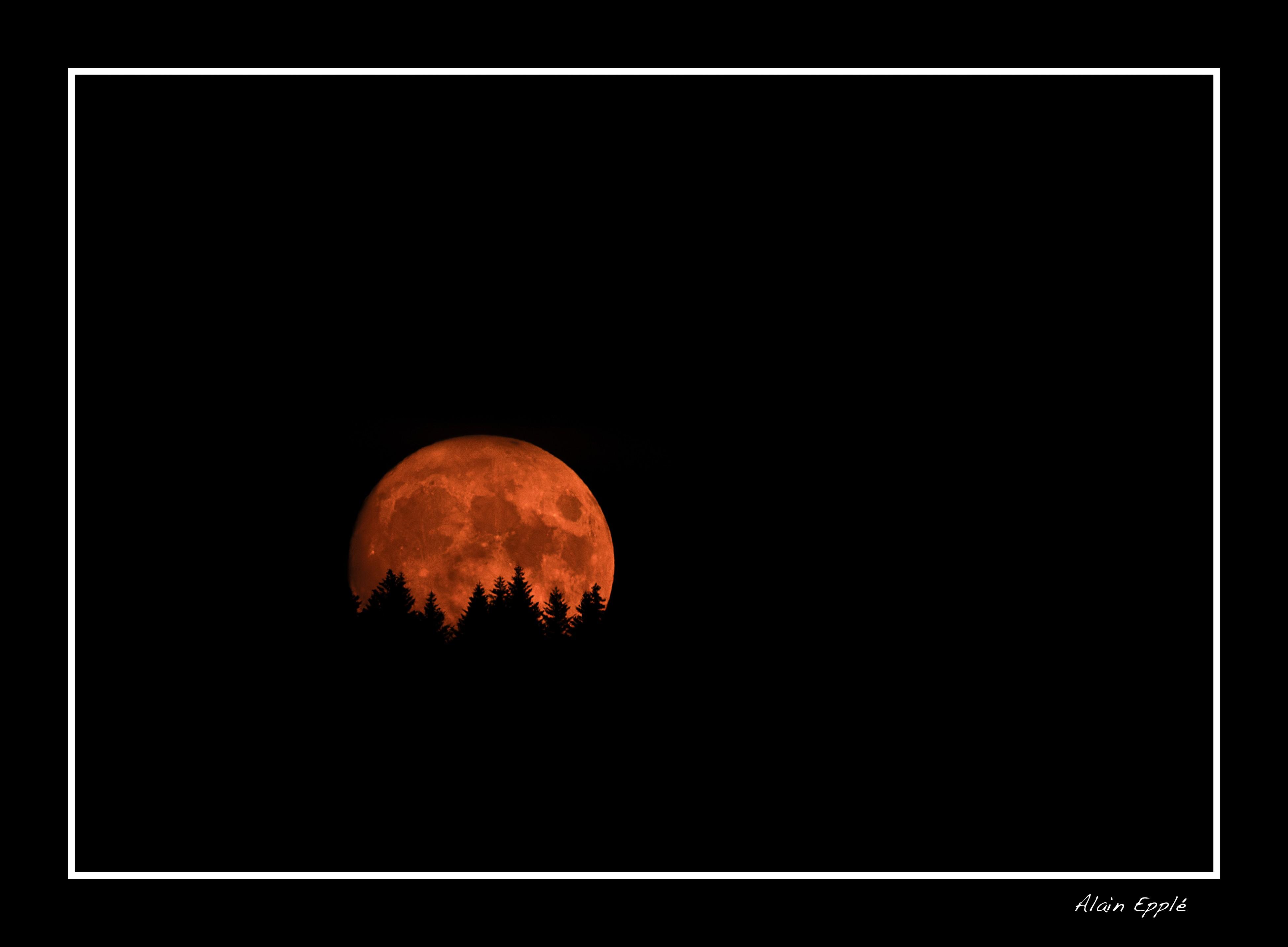 Lune rousse depuis Ballaigues - CH31